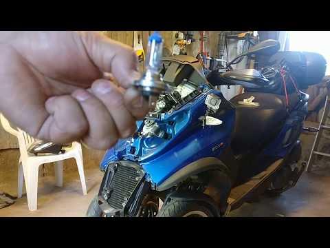 Change head bulb on Piaggio Mp3 500-15