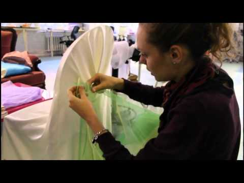 Как своими руками украсить стулья на свадьбу своими руками