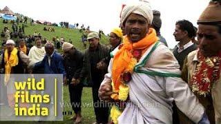 Male devotees sing devotional song en route Homkund - Nanda Devi Raj Jat Yatra