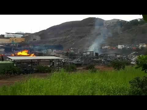 Incendio en un solar industrial de Maipez-Telde