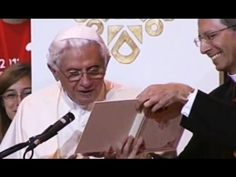 Pope Benedict XVI makes a cute mistake :)