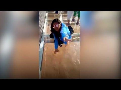 Tourist petrified by Yellow River's glass-bottomed bridge