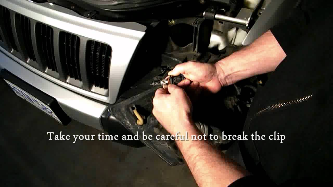 how to change a headlight turn signal on a jeep grand cherokee 99 04 youtube [ 1280 x 720 Pixel ]