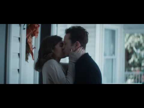 Lizzy caplan kissing