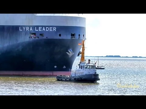 LYRA LEADER with tugs and lines men Schlepper und Festmacher 3EBC IMO 9284752 Emden