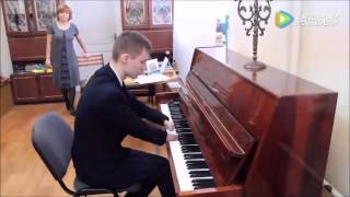 connectYoutube - Inspiring! Russian teen without hands plays beautiful piano song