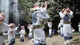 「日本の滝百選」に選ばれている島根県雲南市の「龍頭が滝」で15日、...