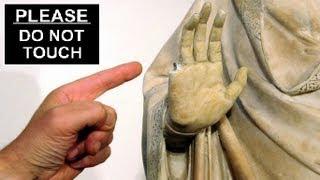 American tourist breaks finger off 600-year-old Italian statue
