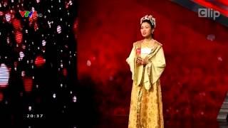 Cô gái hát 4 thứ tiếng khiến Hoài Linh ''bật dậy'' khỏi ghế nóng.