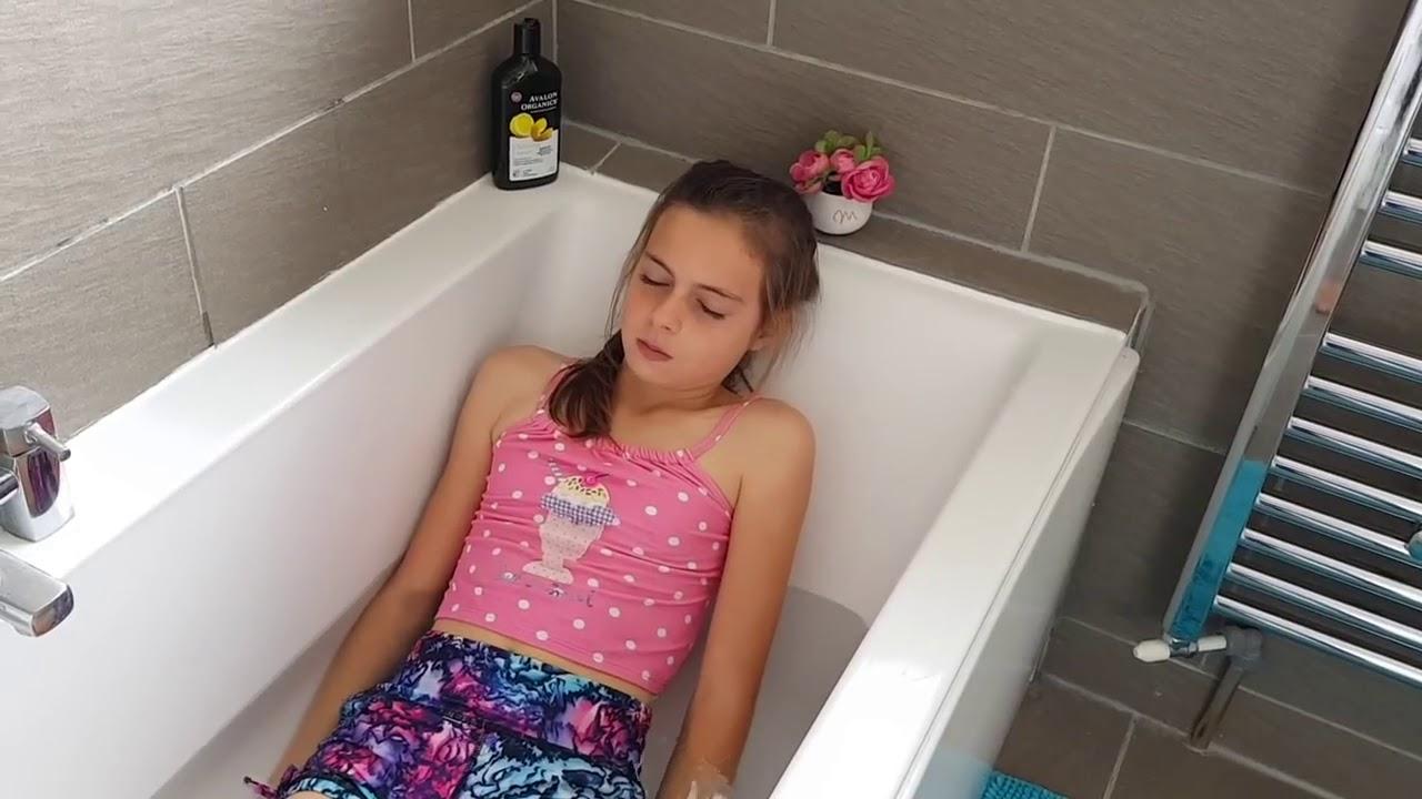 Соблазнила в ванной видео читать