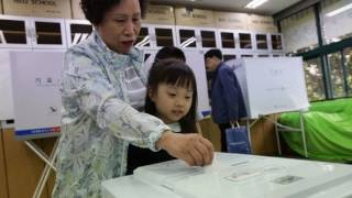 News Update South Korea election: Polls open to choose new president 09/05/17