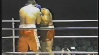 ROUND 1 dean waters vs big punching Tony fililangi, 34 fights 30 ko's