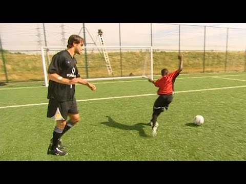 Ruud van Nistelrooy Teaches 12 Year Old Danny Welbeck The 'Rollercoaster' Skill In 2003