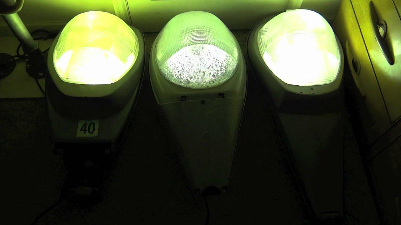 Mercury Vapor Mv Street Lights Turning On 2011 Youtube