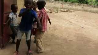 Sawa Sawa Sawale - Todo está bien - Dancing by African children