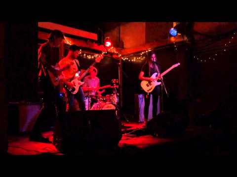 Bully (the band)-Shark Tooth (live)