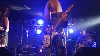 at SHOWBOAT 14th Jan 20110 Song:From The Centre KEN:GUITAR,VOCAL ZI...