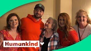 Grandma fangirls when meeting her celebrity crush