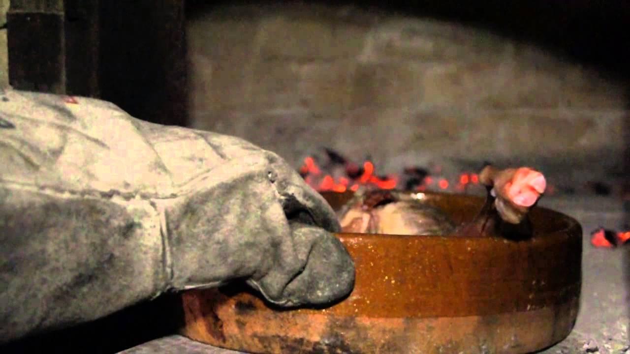 C mo preparar un cordero en un horno moruno de le a de - Como cocinar en un horno de lena ...
