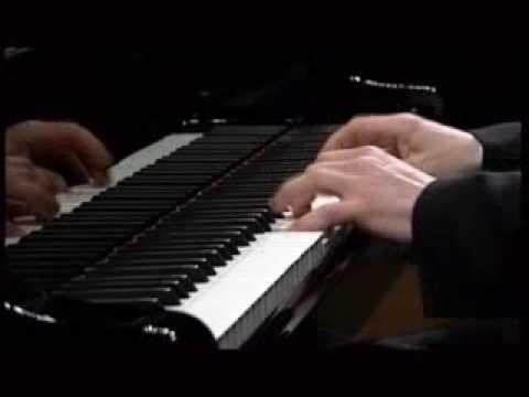 Krystian Zimerman plays Mozart piano Sonata in C Major K 330 3rd Mov