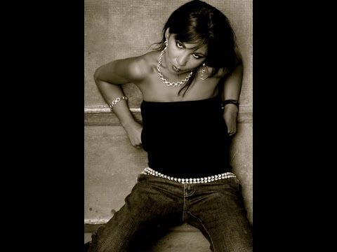 LOUIZA INDIANA Rappeuse /Chanteuse Marseille