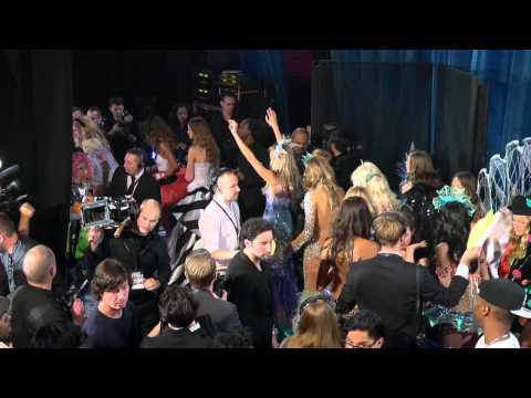 Видео: 2011 Victorias Secret Fashion Show Its Almost Showtime