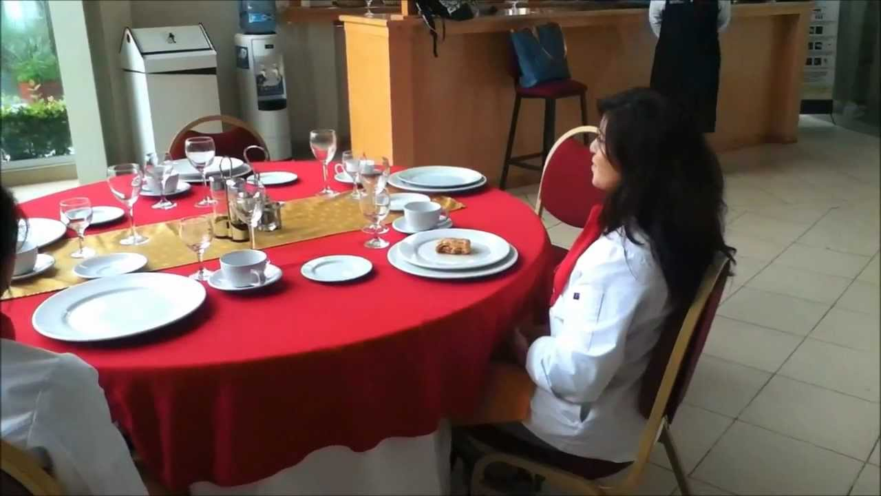 Video de servicio en un restaurante funnycat tv for Como iniciar un restaurante