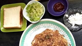 Noodles Omlete sandwich