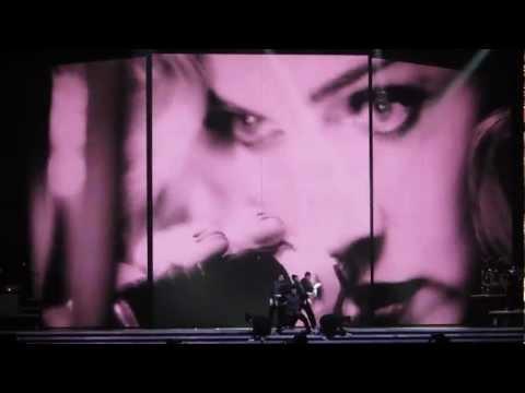 Justify my love, Vogue-MDNA Tour 2012 Phoenix