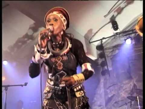 Busi Mhlongo - Tribute Nguye Lo live in...