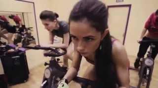 Смотреть  Фитнес Тренировка. Упражнения Для Бедер И Ягодиц. Динамичные Выпады. Обучающее Видео(Бодибилдинг Мотивация ▻ ▻ ▻ http://massa.fm Жми если хватит силы ..........................................................................................., 2014-10-16T06:04:19.000Z)