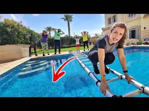 الي يفقد توازنه يقع في المياه المجمدة 🥶❄️!! (تحدي عبور حمام السباحة) - SuperFamily - طوني و كريس