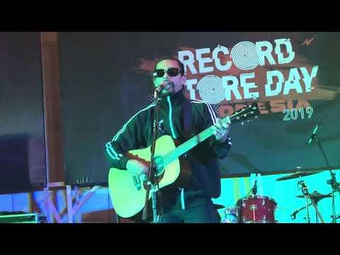 Free Download Noh Salleh - Debu Bercahaya (live At Record Store Day Indonesia 13/04/2019) Mp3 dan Mp4