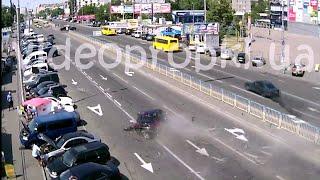 ДТП в Киеве: гонщик на Peugeot 308 устроил шоу