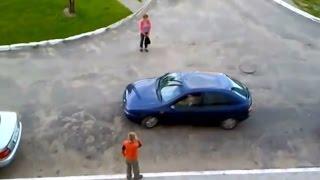 Как правильно парковаться.  Женщина паркуется видео прикол.(Как правильно парковаться. Мастер-класс от истинного профессионала своего дела. Женщина паркуется видео..., 2016-01-20T21:15:04.000Z)