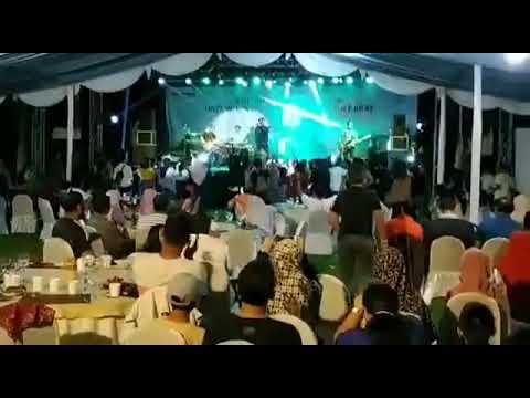 Tsunami menerjang konser seventy