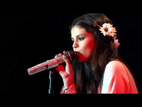 Selena Gomez - A year without rain - Unicef Concert
