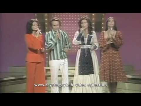 Crystal Gayle - 4 webbs - pop goes the country