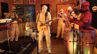 Watch Here Come The Mummies Kinda Lingers video