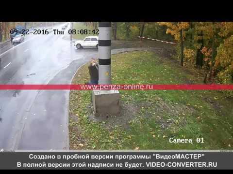 Мужик в Пензе разбивает камеру видеофиксации