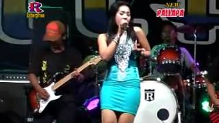 Video Secawan Madu   Devi Aldiva   New Pallapa Live In Sambikerep   YouTube download MP3, 3GP, MP4, WEBM, AVI, FLV Agustus 2017