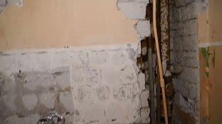 Как оштукатурить сложные места на стенах ч.1(В этом видео показана убитая монтажниками,совмещенная ванная комната...и мы начинаем приводить ее в человеч..., 2016-02-26T09:03:50.000Z)