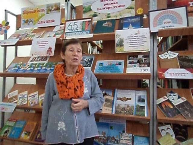 Изображение предпросмотра прочтения – АнтонинаФедулова читает произведение «Что тыклонишь над водами…» Ф.И.Тютчева