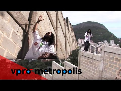 Walling in the favela in Brazil - vpro Metropolis