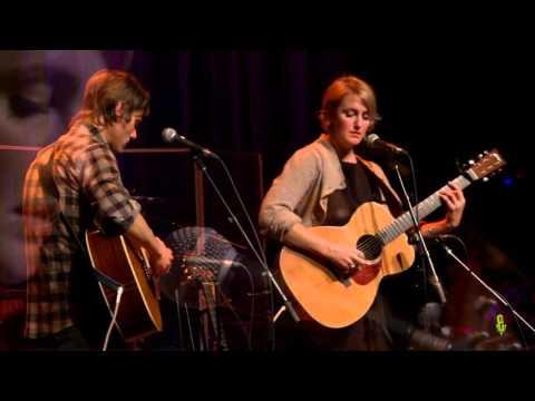 Joan Shelley - Easy Now (eTown webisode #937)