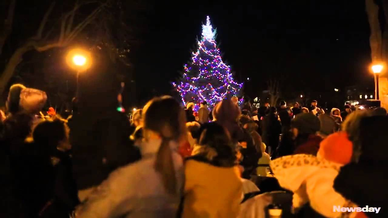 Northport celebrates annual tree lighting - YouTube