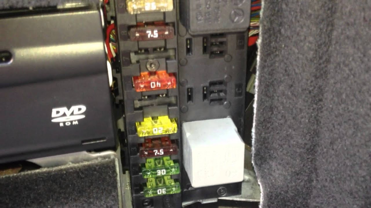 fuse box diagram 2007 mercede e550 [ 1920 x 1080 Pixel ]