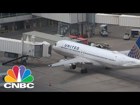 Infant Overheats On Delayed United Flight In Colorado | CNBC