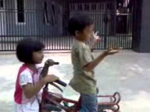 Video clip reffo & metha, versi teddy bear - ingin ku putar,,.3gp