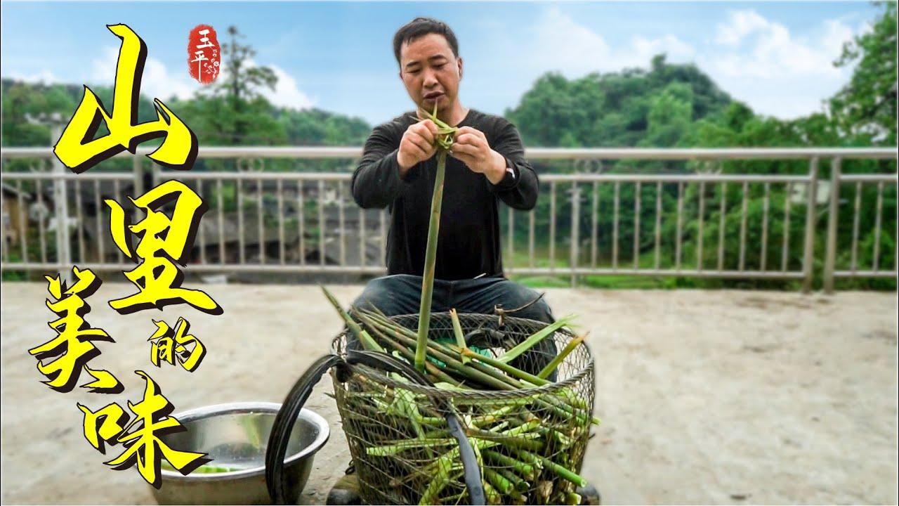 山上竹笋疯长泛滥了,满山都是玉平挖了一大筐,全是纯天然的味道